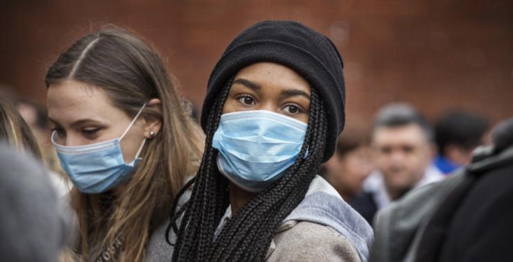 woman wearing mask during coronavirus